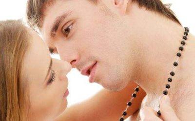 对男性刺激最为强烈的几种性爱技巧